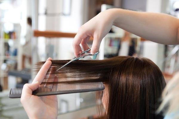 Mẹ bầu không nên cắt tóc trước và sau khi sinh