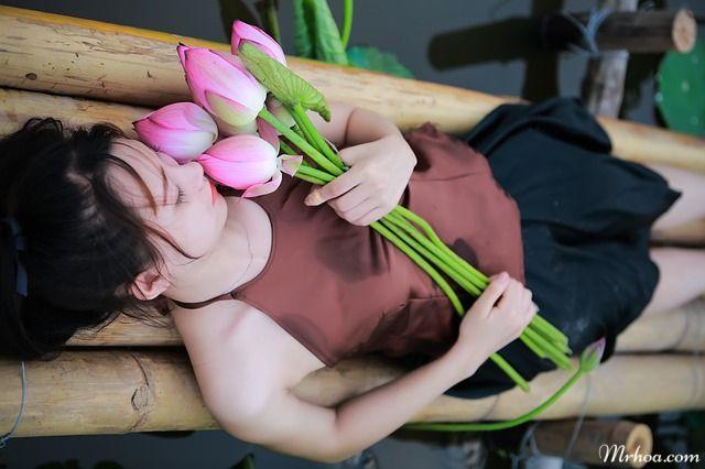 mơ thấy tặng hoa sen